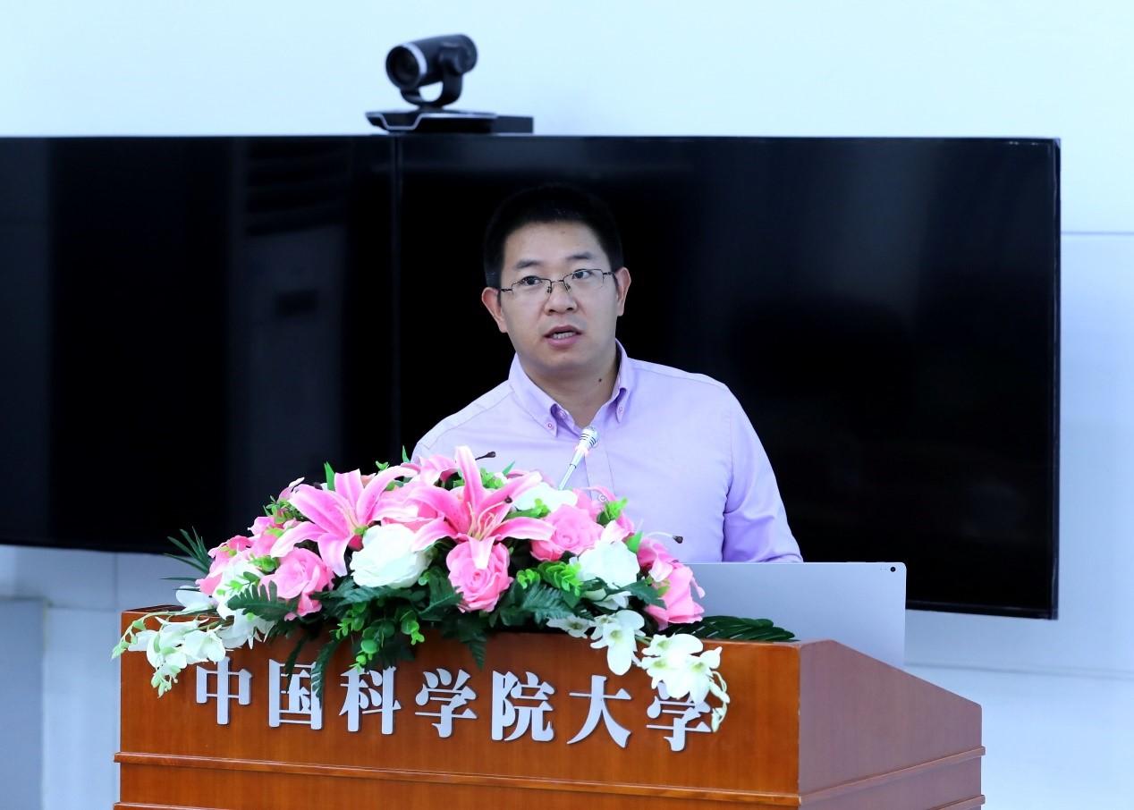 人工智能学院副院长肖俊主持开幕式
