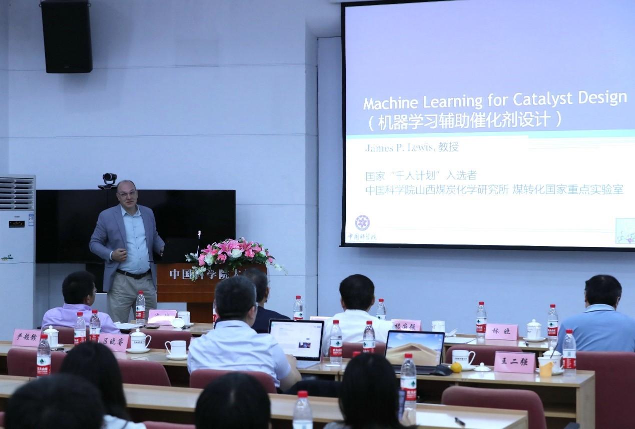 James P. Lewis 教授做机器学习辅助催化剂设计报告