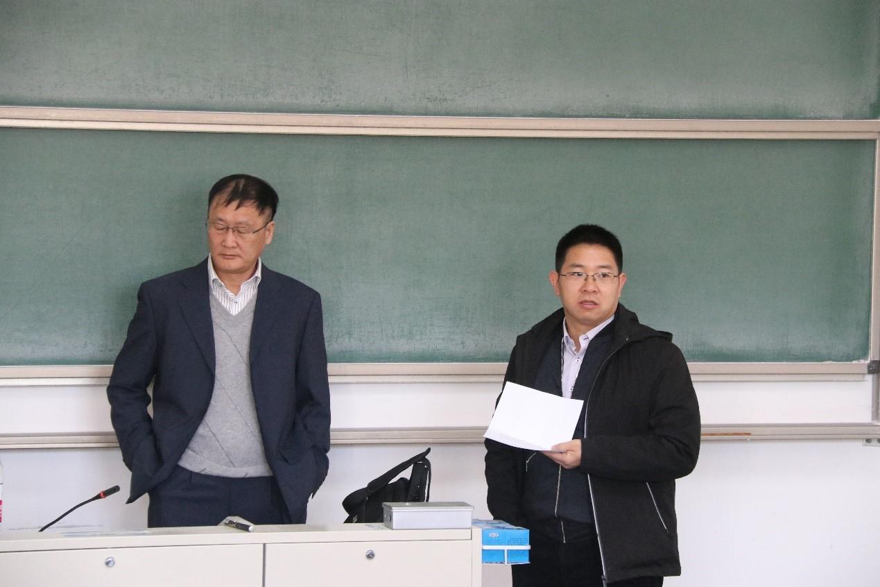 肖俊教授介绍于华教授讲座